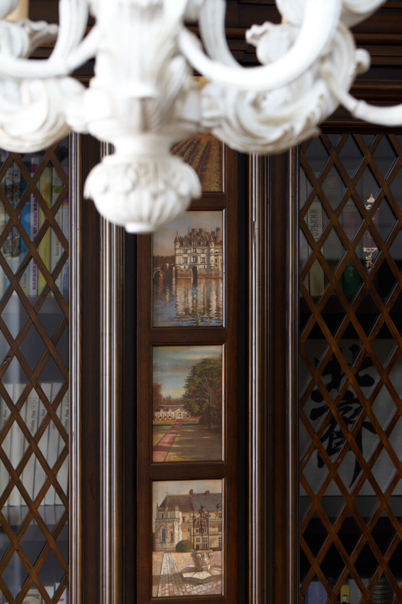 1 шкаф Орбита - живопись Величко Вероники