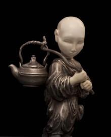 Мальчик с чайником